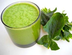 Retetă pentru detoxifiere: Smoothie verde cu spanac