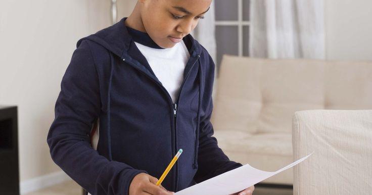 Brincadeiras de leitura que são divertidas para 3 a 5 série. No momento em que uma criança chega na terceira a quinta séries, suas habilidades de leitura e compreensão têm crescido. Ela pode ler por períodos de tempo mais longos, lembrar o que leu e explicar os pontos principais do trabalho para os adultos. Melhore o amor pela leitura de uma criança desse grupo de idade com o uso de brincadeiras.
