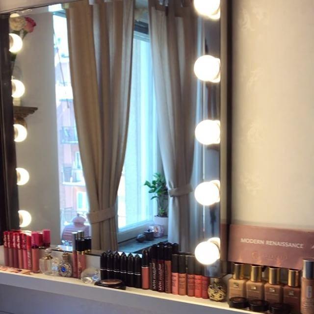 My make up corner ✨���� Morgonens brud @jessicasyden avklarad, en kvar, @elinta ������ sedan är det ett par veckors ledighet inför Baby E's födsel, tills det är dags för brud och bröllop igen ✨  #mua#weddingmakeup#bridalmakeup#wedding#makeupcorner#frilancemua#pregnant#babysantander#makeupinspo#interior#interiorinspo#flowers#roses#golden#lipstickjunkie#anastasiabeverlyhills#esteelauder#nyx#maccosmetics#makeuplover#gravid2017 http://gelinshop.com/ipost/1523857366206231801/?code=BUl1DNpFbT5