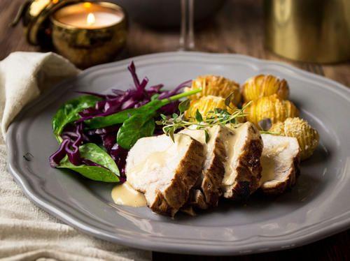Rimma lammkött kan du lätt göra själv, bara du planerar tiden     för det. Själva rimningen tar 4 dygn. Be i köttdisken att få bogen     sågad i någorlunda jämnstora bitar så att den ryms i den bunke du     ska använda för rimningen.