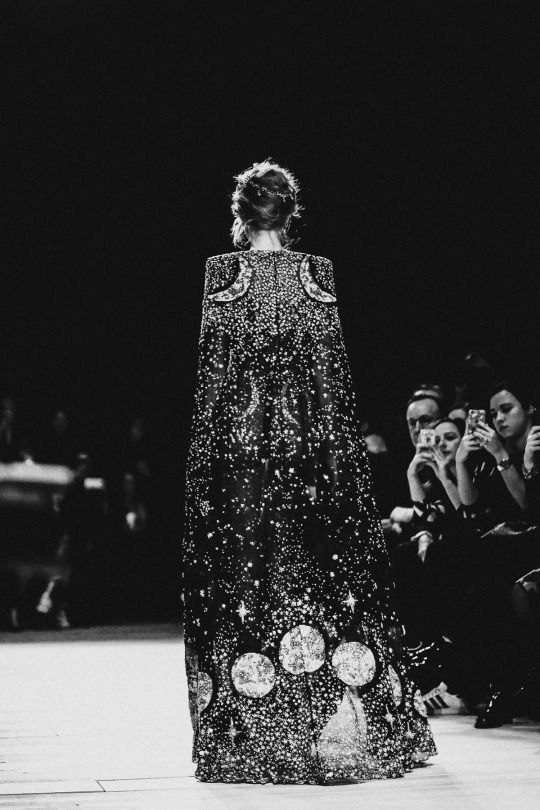 Back Detail - Alexander McQueen Fall 2016-2017, London Fashion Week.
