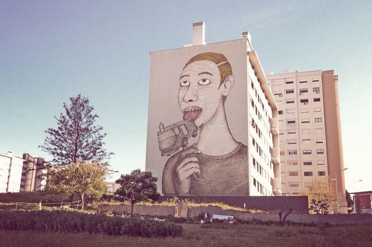 """<p>Tiago Galo faz arte urbana… """"fake"""". Como"""