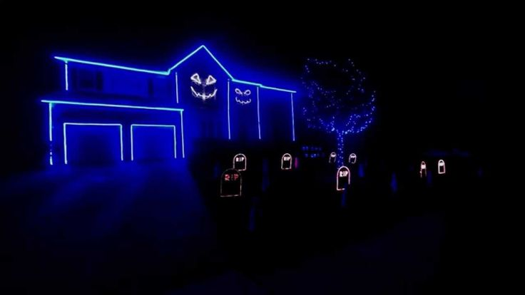 Halloween Light Show 2013- The Fox (What Does the Fox Say) youtube.com