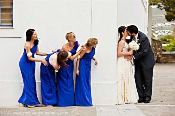 Weddbook ♥ what a great shot! Lustige Hochzeitsfotos mit Brautjungfern. Einzigartige Hochzeit Foto-Ideen.
