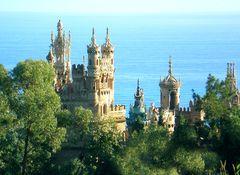 Castillo de Colomares cerca del pueblo de Benalmádena - Provincia de Málaga, España.