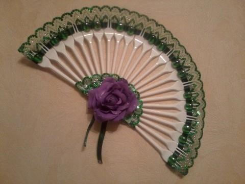 24 best fork fans images on pinterest hand fans plastic for Crafts with plastic spoons and forks