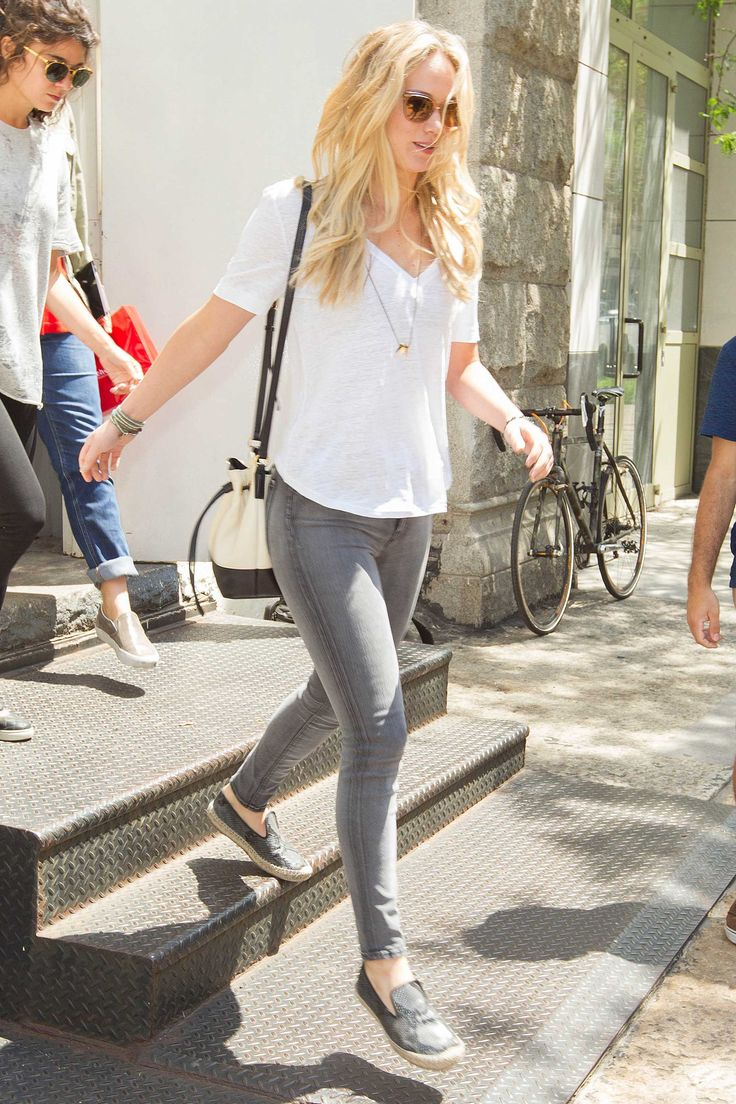 Jennifer Lawrence > Candids in 2015 > Looking For New Apartment in New York - June 26