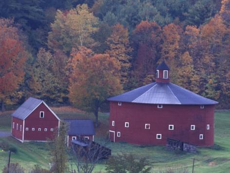Red Round Barn near East Barnet, Vermont | Barn, Farm barn ...