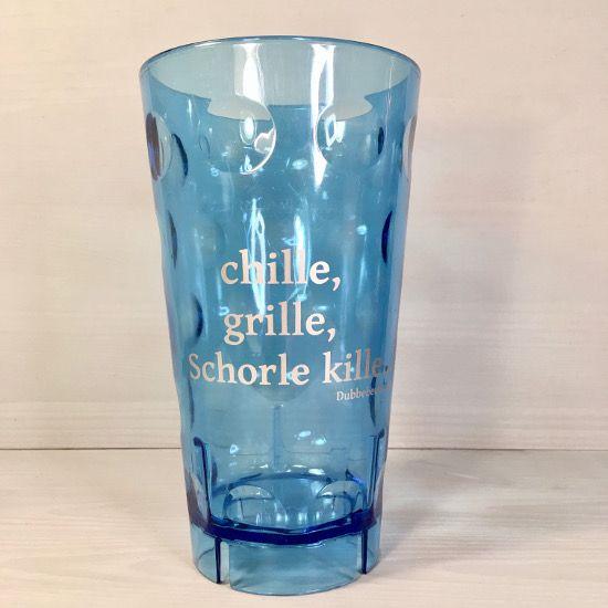 """Blauer Dubbebecher """"chille, grille, Schorle kille..."""" 0,5 l https://www.pfalzando.de/dubbebecher-chille-grille-schorle-kille-0-5-l-plastik-dubbeglas.html"""