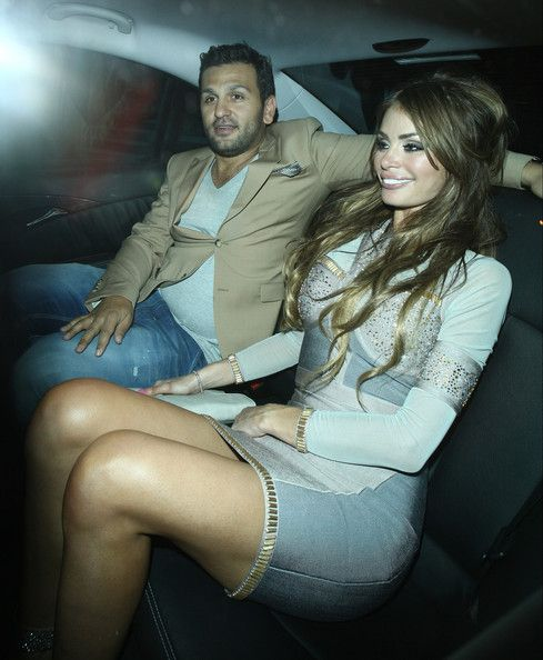 Chloe Sims give her driver a right eye full as she caught locking lips with a Mystery man in the back seat of her car in London. The pair left Rose Night club.