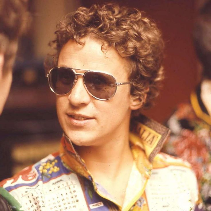 Graeme Strachan 1952-2001  Graeme Strachan was an Australian musician who was the singer in the band Skyhooks. He died on August 29, 2001 when the helicopter which he was piloting crashed as the result of mountain turbulence.
