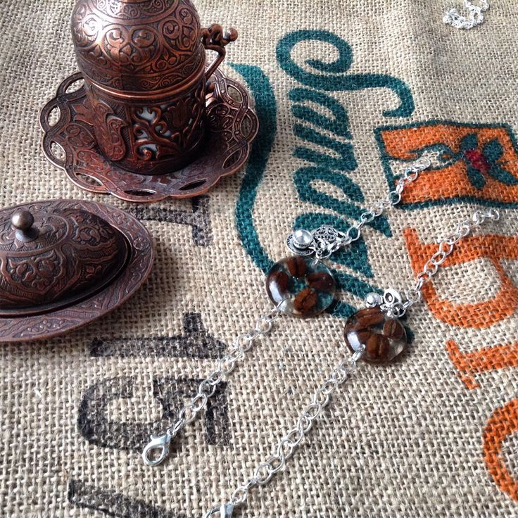 Оригинальные браслеты, напоминающие часы. Медальон  с кофейными зернами в ювелирной смоле, рядом две подвески - чайник и чашка.  300 руб +доставка.  #браслет #кофеман #украшение #авторскоеукрашение #ярмаркамастеров #кофе #люблюкофе #часы #кофейныечасы #носикофе #кофессобой #оригинально #украшениенаруку #подароккофеману #ручнаяработа #некакувсех #кофейня #вналичии #купитьукрашение #любителюкофе #coffee #coffeetime #jewrllry #bunointattobijou