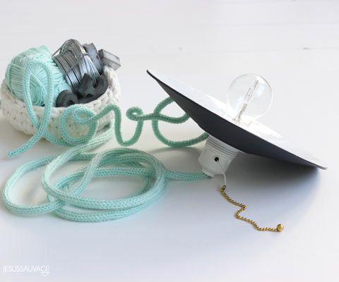 DIY Concours et Tuto pour réaliser des mots en laine et une baladeuse avec un tricotin mécanique (tutoriel)
