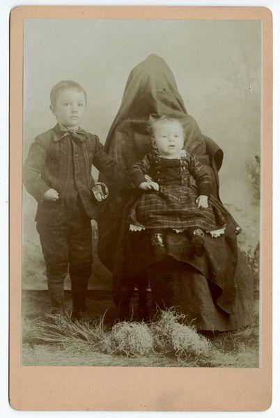 hidden mothers... boy is this weird!