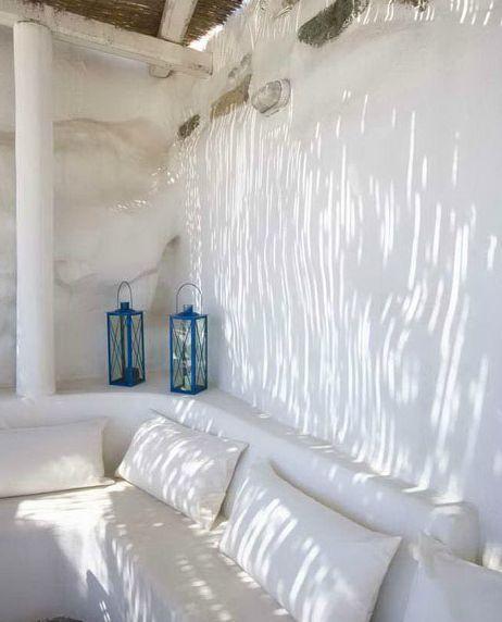 Simple Mediterranean style outdoor sitting area
