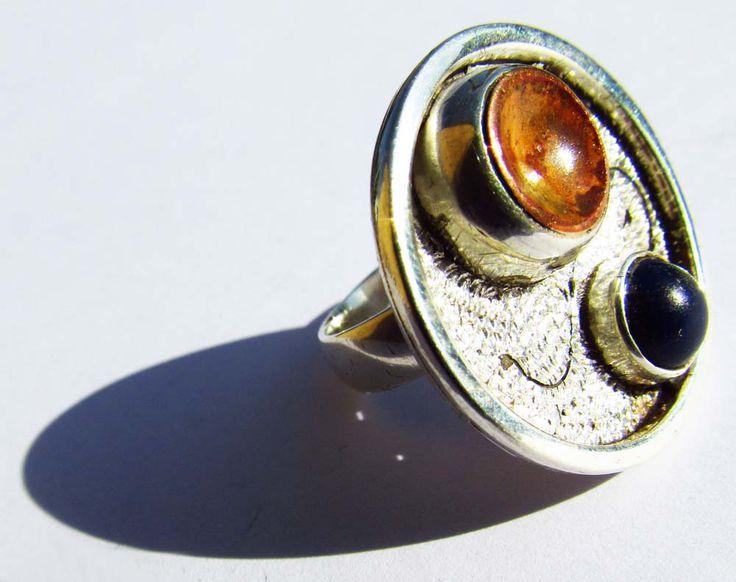 Burilado mil rayas, esmaltado en cobre con engaste lapizlazuli