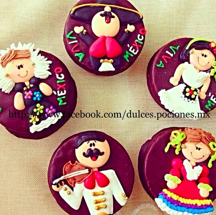 Galletas de 15 de Septiembre festejo de la independencia de México/Mexican party cookies with chocolate Decorated with icing for September holidays in Mexico