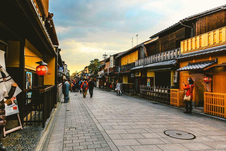 Hanamikoji Hanamikoji-Dori, Gion, Kyoto, Japan  ----  花見小路 日本国 京都府 京都市 祇園 花見小路通
