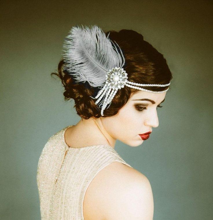 coiffure vintage ann es 20 maquillage des yeux dramatique bijou de t te en perles blanches et. Black Bedroom Furniture Sets. Home Design Ideas