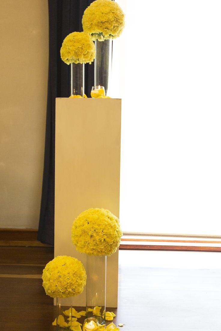 un cuento de boda. ceremonia amarillo