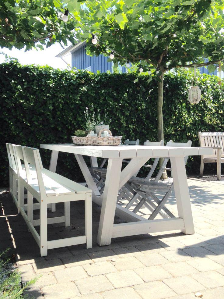 Heerlijke grote witte tuintafel van 3 mtr! Genoeg plek voor familie en vrienden