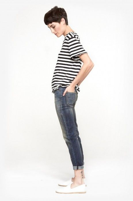 Striped shirt and skinny jeans perfect outfit for a pixie cut