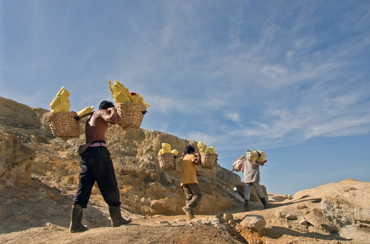 the miners carry full basket of sulfur (average 75 kg) two times a day from the crater to the shelter around 3 km.