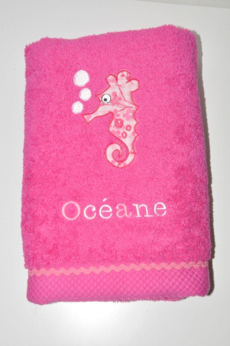 serviette de toilette/bain hypocampe rose fuchsia personnalisée brodée avec croquet rose clair pour piscine,plage : Textiles et tapis par lbm-creation