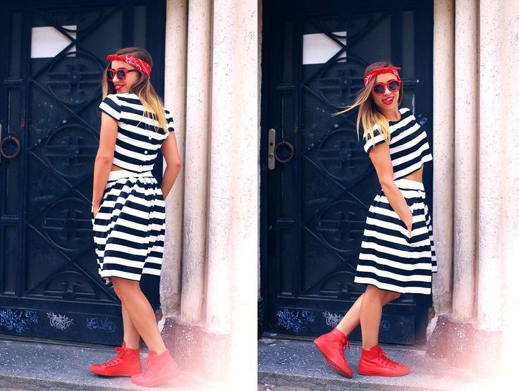 Set Zebra– Alcatuit din fusta si tricou, perfect pentru o zi de vara, versatil, lejer si feminin. Elementele setului pot fi purtate atat impreuna cat si separat. Fie ca preferati o pereche de pantofi cu toc sau tenisi, cand vine vorba de un imprimeu alb negru, va sfatuiesc sa il asortati cu o pata de culoare pentru un efect deosebit. Marimi disponibile : S si M.  Il puteti achizitiona la pretul de 100 RON. Vedeti si alte produse aici…