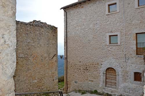 Stone house for sale in Italy Full details: www.immobiliarecaserio.com #property #house #country #Abruzzo #Italy