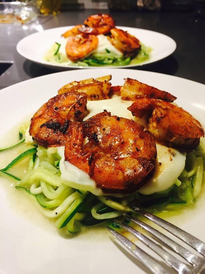 Zucchinis en spaghetti  Sauce au Alfredo au chou-fleur  Crevettes bang-bang 🍤🍤🍤