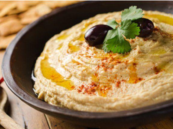 Hummus selber machen ist ganz einfach. Lernen Sie den orientalischen Kichererbsen-Dip schnell und einfach herzustellen