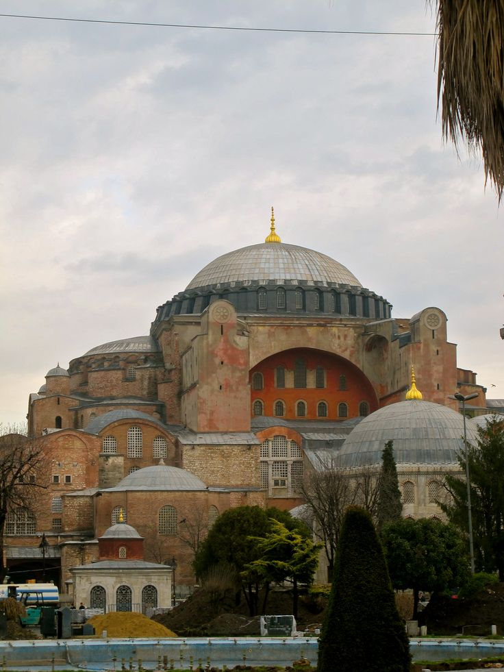 EARLY BYZANTINE: Hagia Sophia. 532-537. Constantinople (Istanbul, Turkey). an important monument both for Byzantine and for Ottoman Empires. Once a church, later a mosque, and now a museum of the Turkish Republic.
