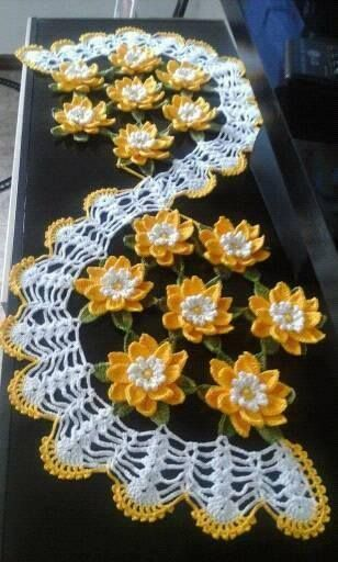 table Path with flowers in free crochet pattern with - Crochet Designs Free