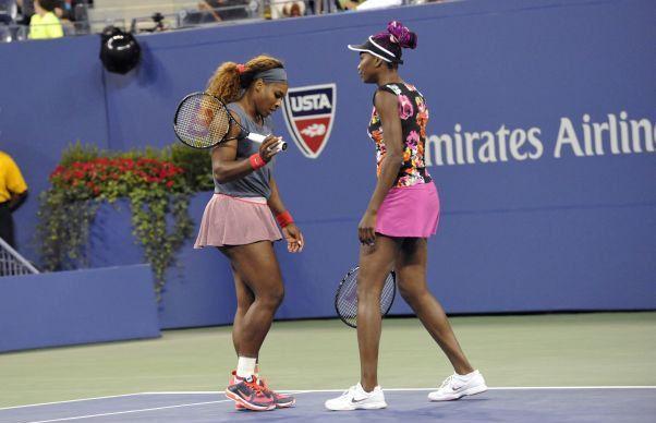 Serena și Venus Williams s-au calificat in  finala feminină de la Australian Open
