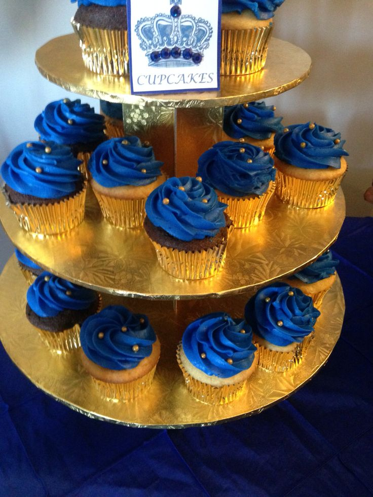 Royal blue cupcakes to match the cake