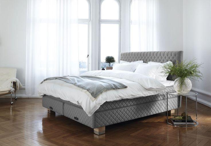 Vi tilbringer en trejdedel af vores liv i en seng. Så sørg for at indrette dit soveværelse med omtanke og omsorg. Bliv inspireret i galleriet her, hvor vi viser 9 skønne soveværelser.