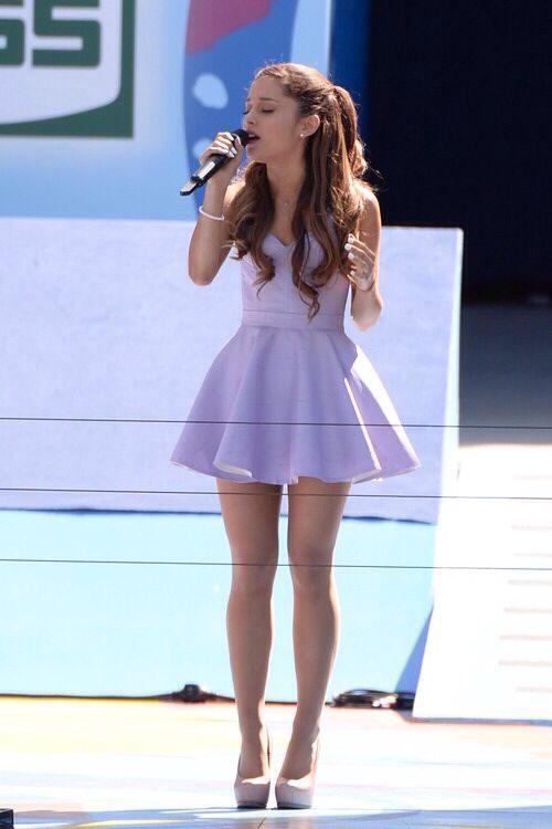 Ariana Grande.es la mas linda y la mejor cantando
