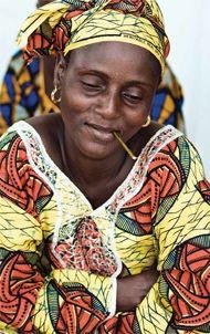 Encuentra en África Occidental una cálida bienvenida en la tierra de campos de cacahuate, mercados de pescado y temerarios apicultores…