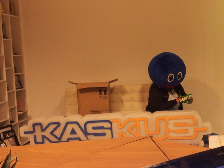 Blue Guy spotted eating chips! #kaskus