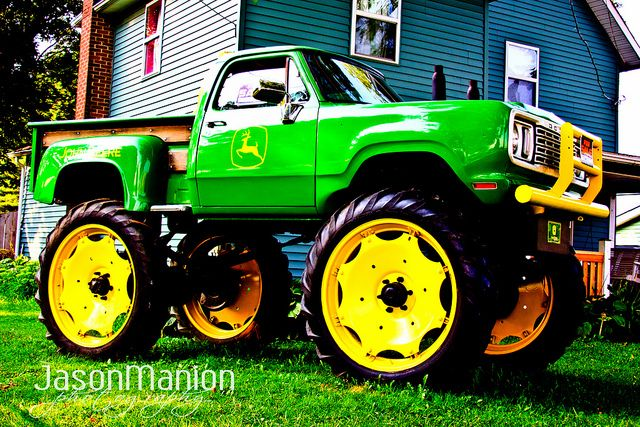 John Deere truck! I think I just died and went to Heaven! =D <3.
