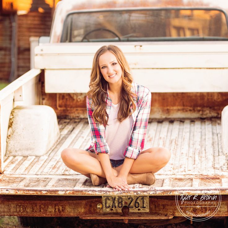 Senior Photography - Senior Pictures - Class of 2017 - Dallas - Texas Senior - Luscombe Farms - Old Truck - Photography - Dallas, Texas  - Senior Girl - Senior Poses - Fall - Cute Senior Pictures - Tyler R. Brown Photography