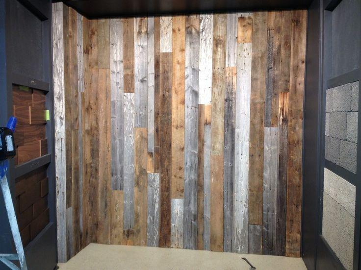 C'est « IN » et on aime ça ! Transformez vos espaces avec nos Murs de Bois de Grange véritable ! Mélangez nos 3 couleurs disponibles : brun, gris et blanc ou spécifiez-en juste une ! Choisissez entre notre version 3D de bois de grange véritable ou optez pour notre bois de grange à épaisseur égale ! Installez-le à la verticale ou à l'horizontal !