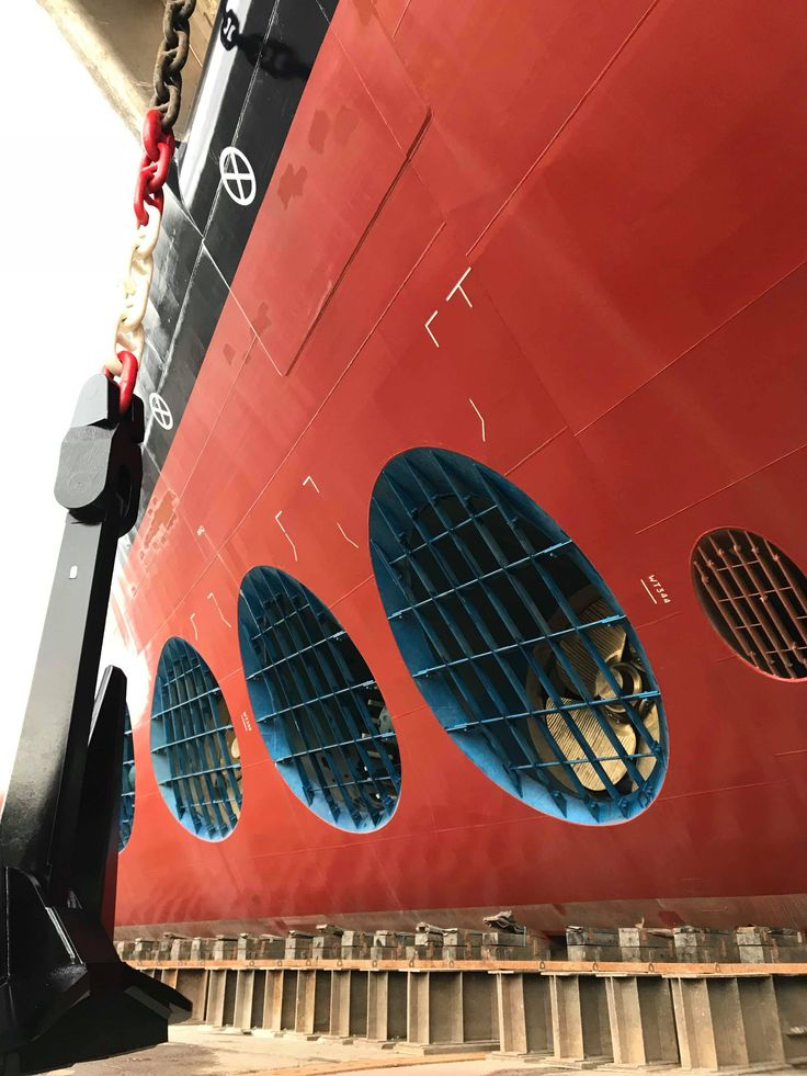 Symphony of the Seas bulbous bow.