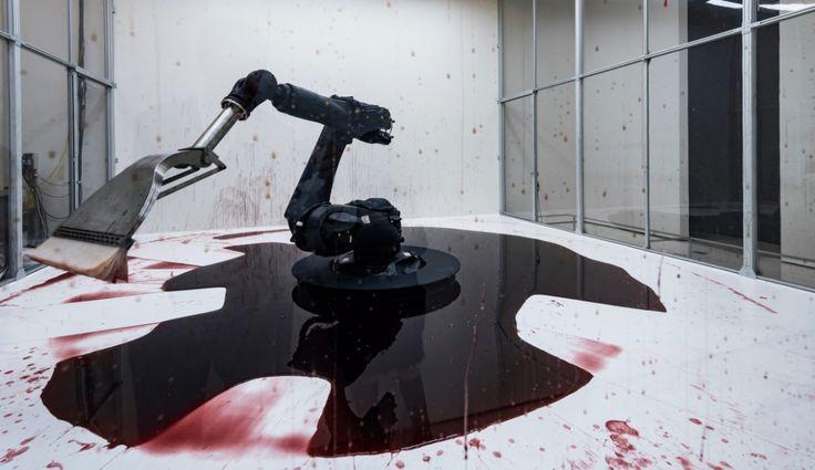 Exposée en ce moment au Guggenheim museum de New York, cette oeuvre sanguinolente des artistes chinois Sun Yuan et Peng Yu intitulée «Can't Help Myself» montre un bras robotique industriel équipé d'un balai qui essai encore et encore de nettoyer une énorme flaque de sang sans succès.