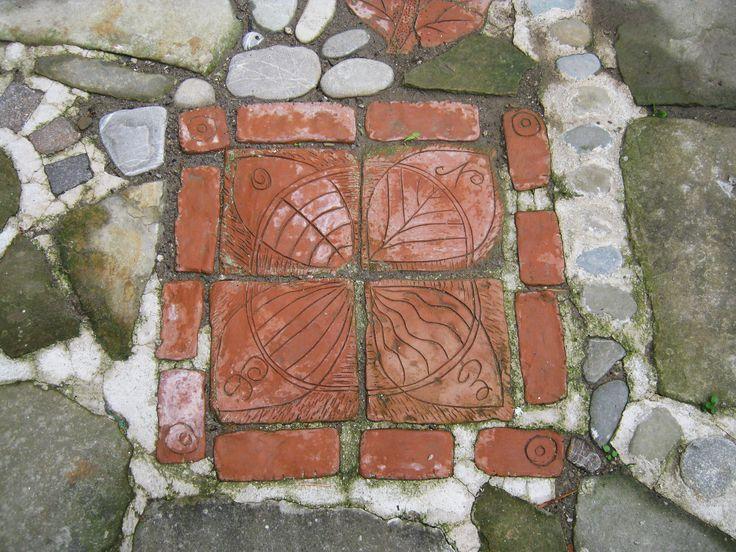 Rosa dei venti. Terracotta per giardino