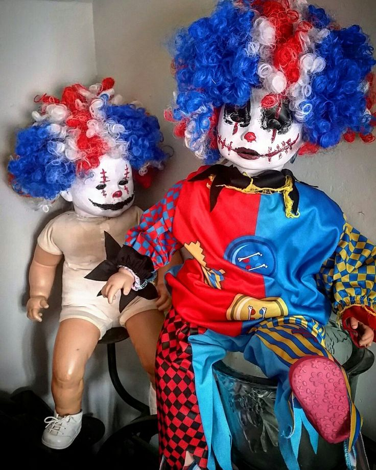The evil twins I made for #Halloween #HalloweenParty #carnevil #craftinghappiness #clowns #eviltwin #evilclown #crafts #creepyclown #circusparty