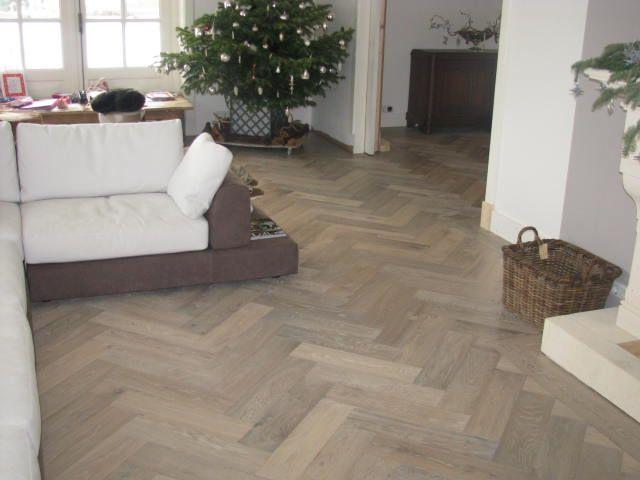 houten vloer in de woonkamer