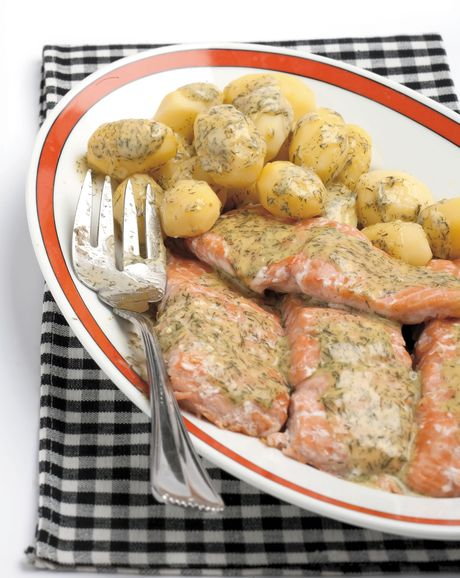 Filetto di salmone con salsa all'aneto