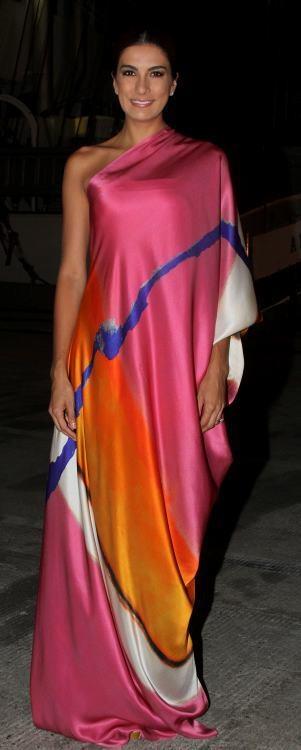 Andrea Serna vestida de Silvia Tcherassi en Festival Internacional de Música, Cartagena de Indias. Bellisima!